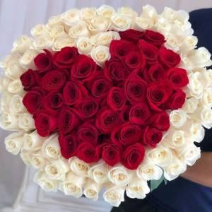 Букет 101 крупная роза с сердцем R1253