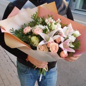 Сборный букет лилии с пионовидной розой R1508