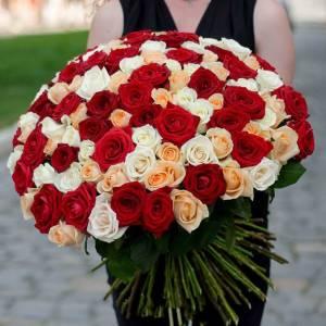 Большой букет-ассорти роз с лентой R502