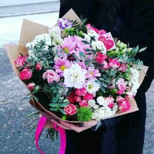 Сборный букет хризантемы и розы с оформлением R80