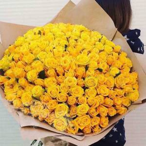 Букет 151 желтая роза в крафте R681
